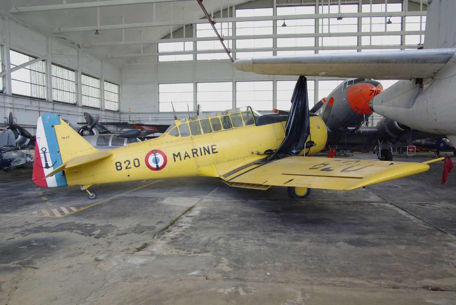 Le North American T-6 Harvard II 81-4087.