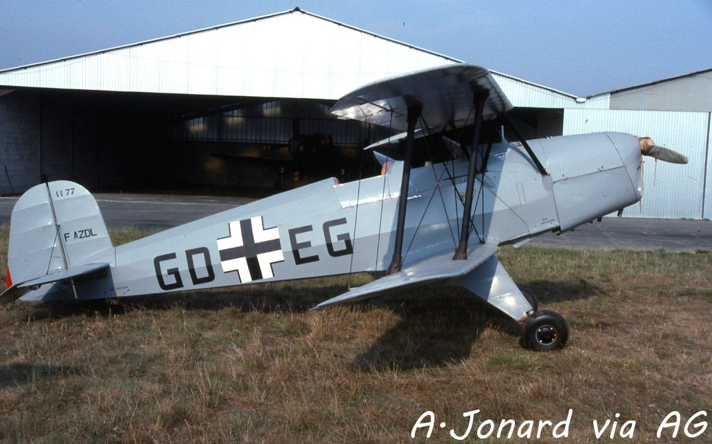 Le Bucker 131 Jungmann F-AZDL (photo A.Jonard via AG)