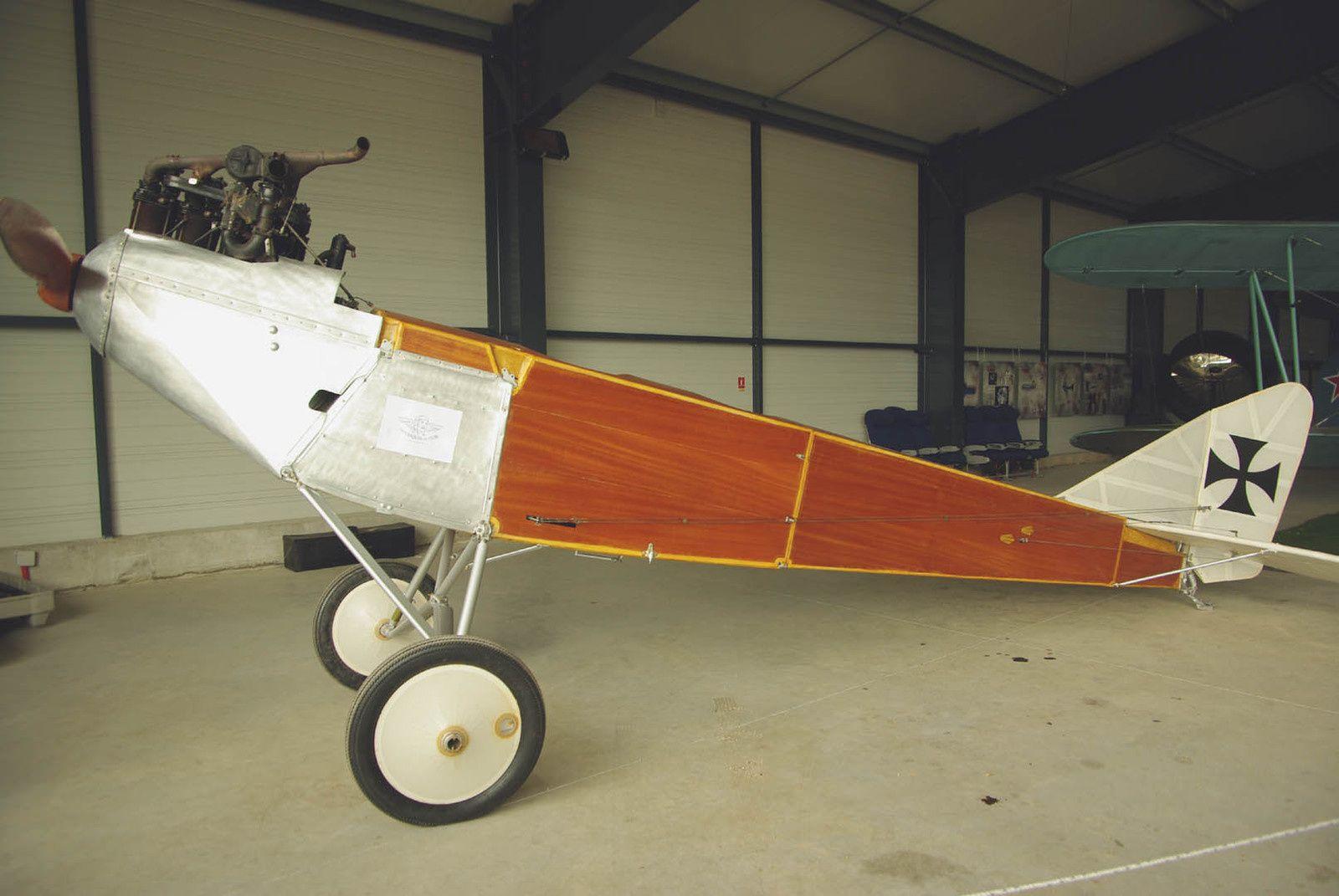 Le fuselage de l'Albatros CII (DH-82) en restauration depuis quelques semaines.