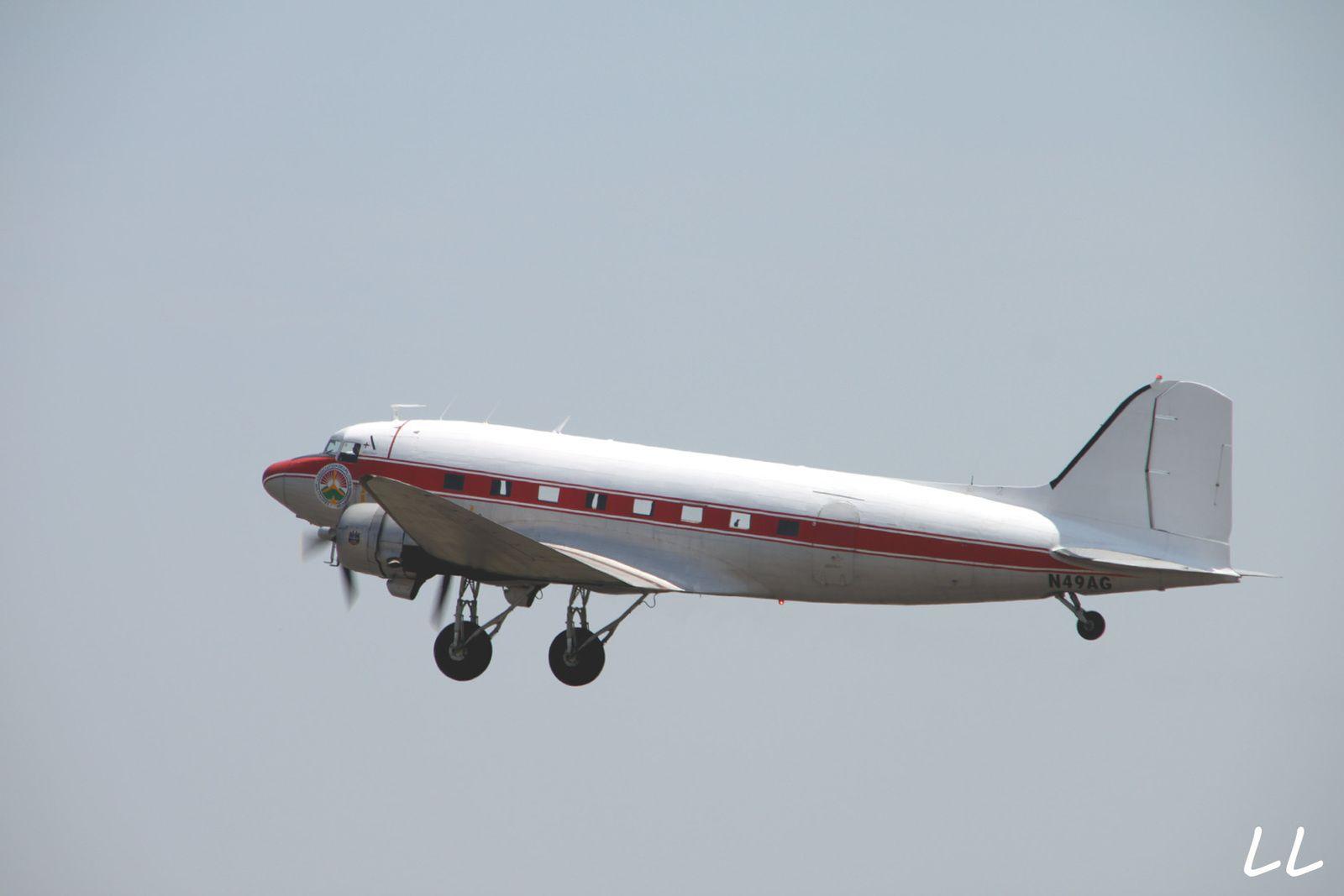 Le Douglas DC-3 N49AG basé à Melun-Villaroche.