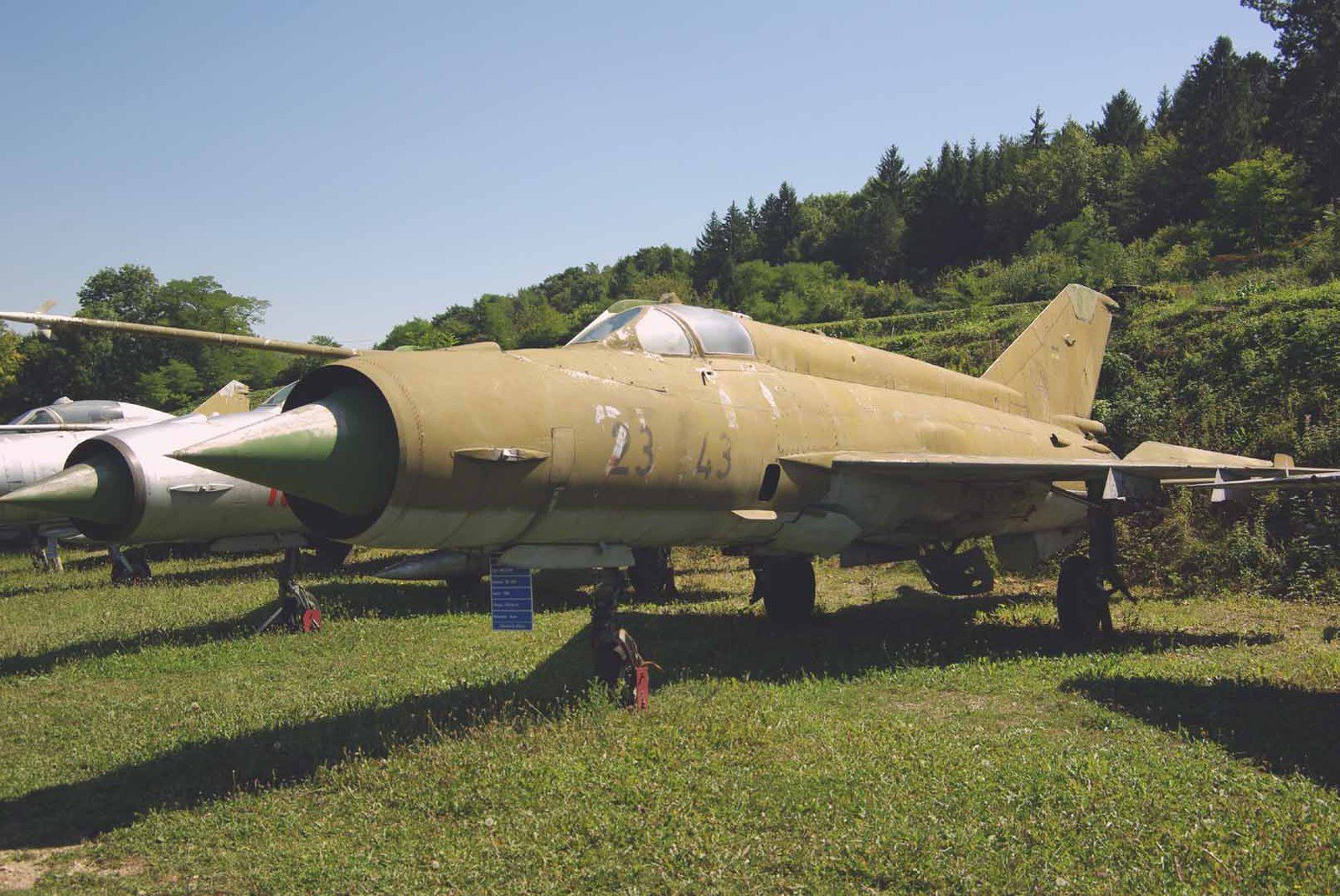 Le Mikoyan - Gourevich MiG-21MF Fishbed 23+43.
