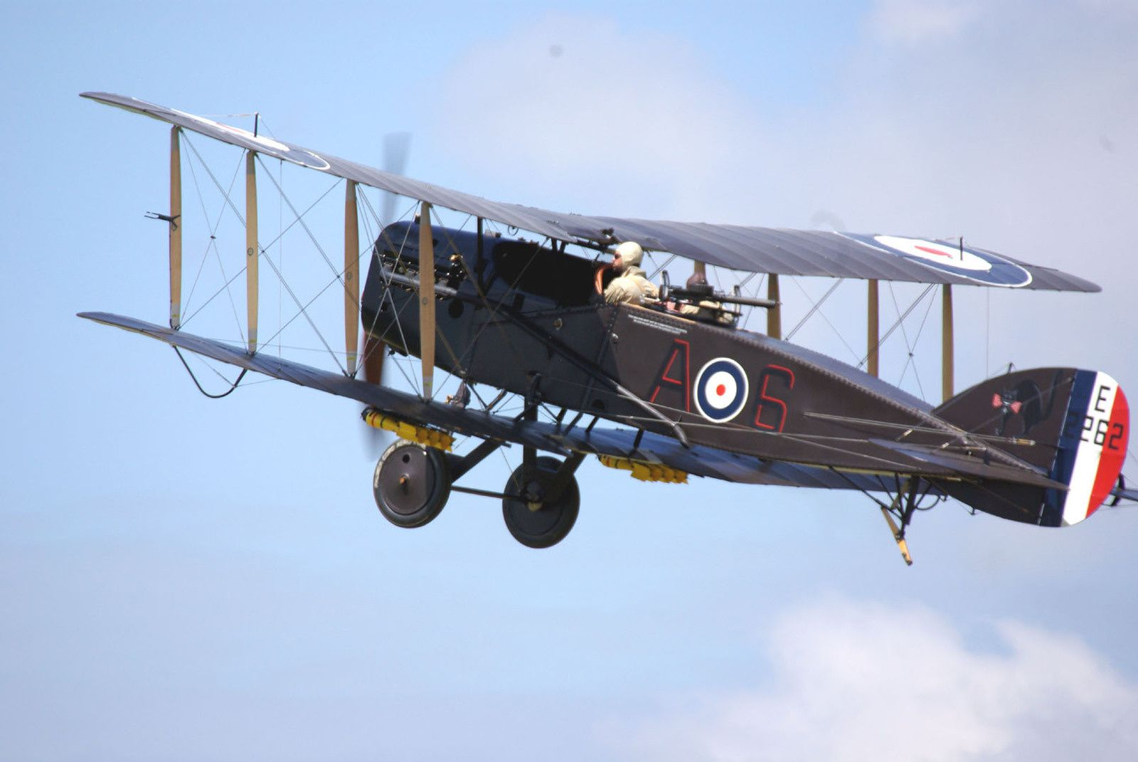 Le plus attendu, était le Bristol F2B Fighter F-AYBF.