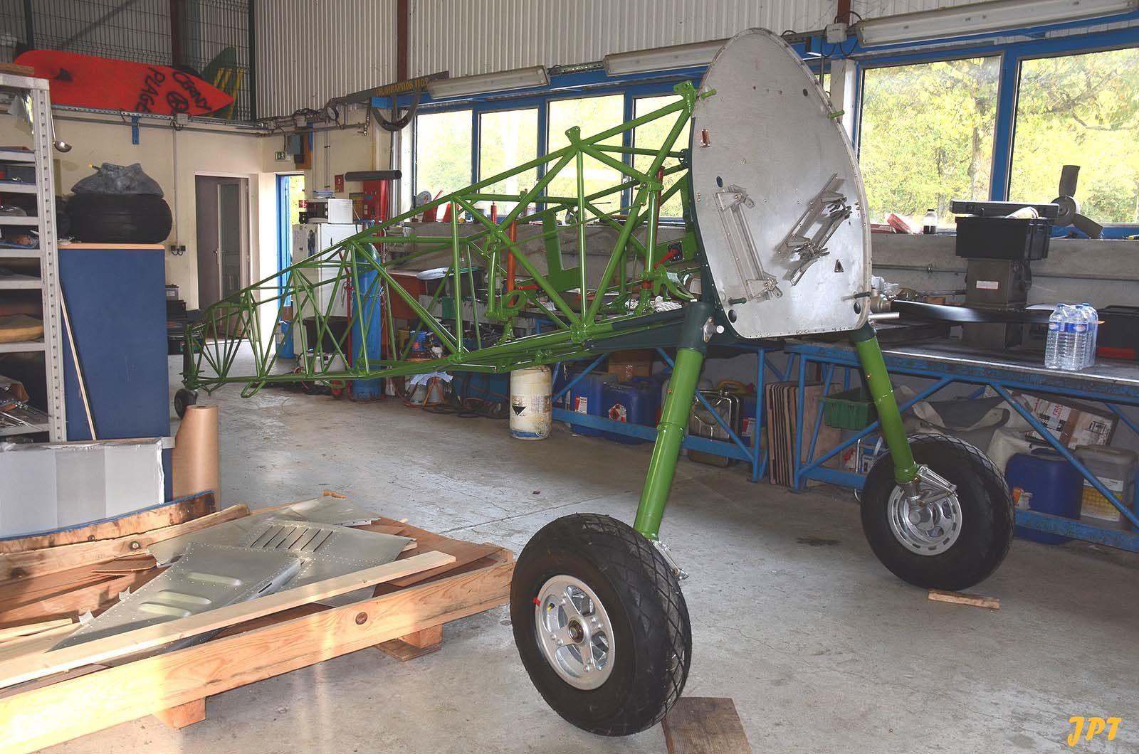 Le Boeing Stearman 75-8597 F-AZSU en restauration. (photo: Jean Pierre Touzeau)
