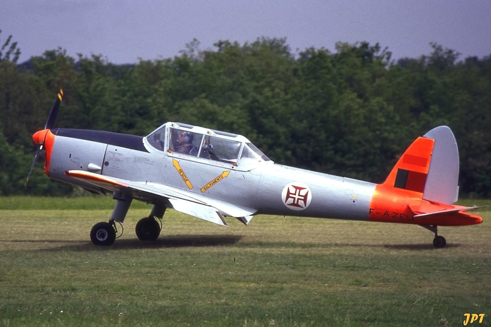 Le DHC-1 Chipmunk F-AZEU. (photo: Jean Pierre Touzeau)