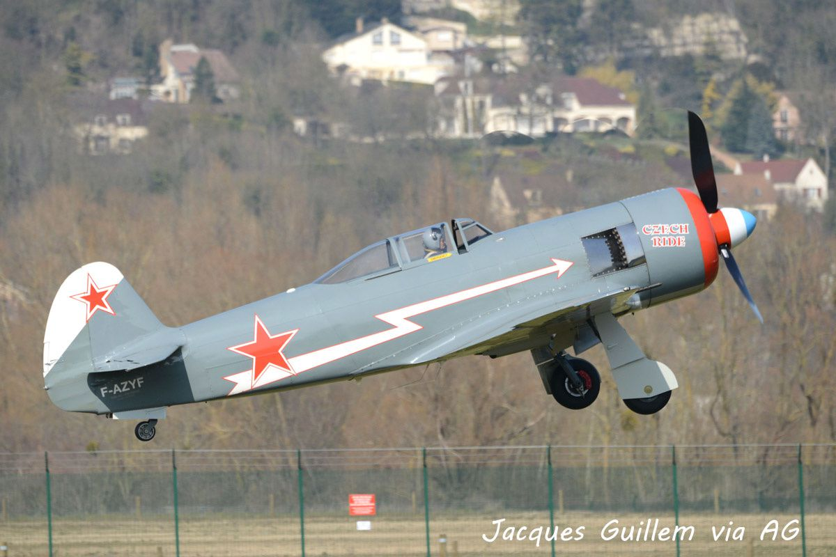 Le Yak 11 F-AZYF de l'association Antic Air aux Mureaux (Photo: Jacques Guillem via AG).