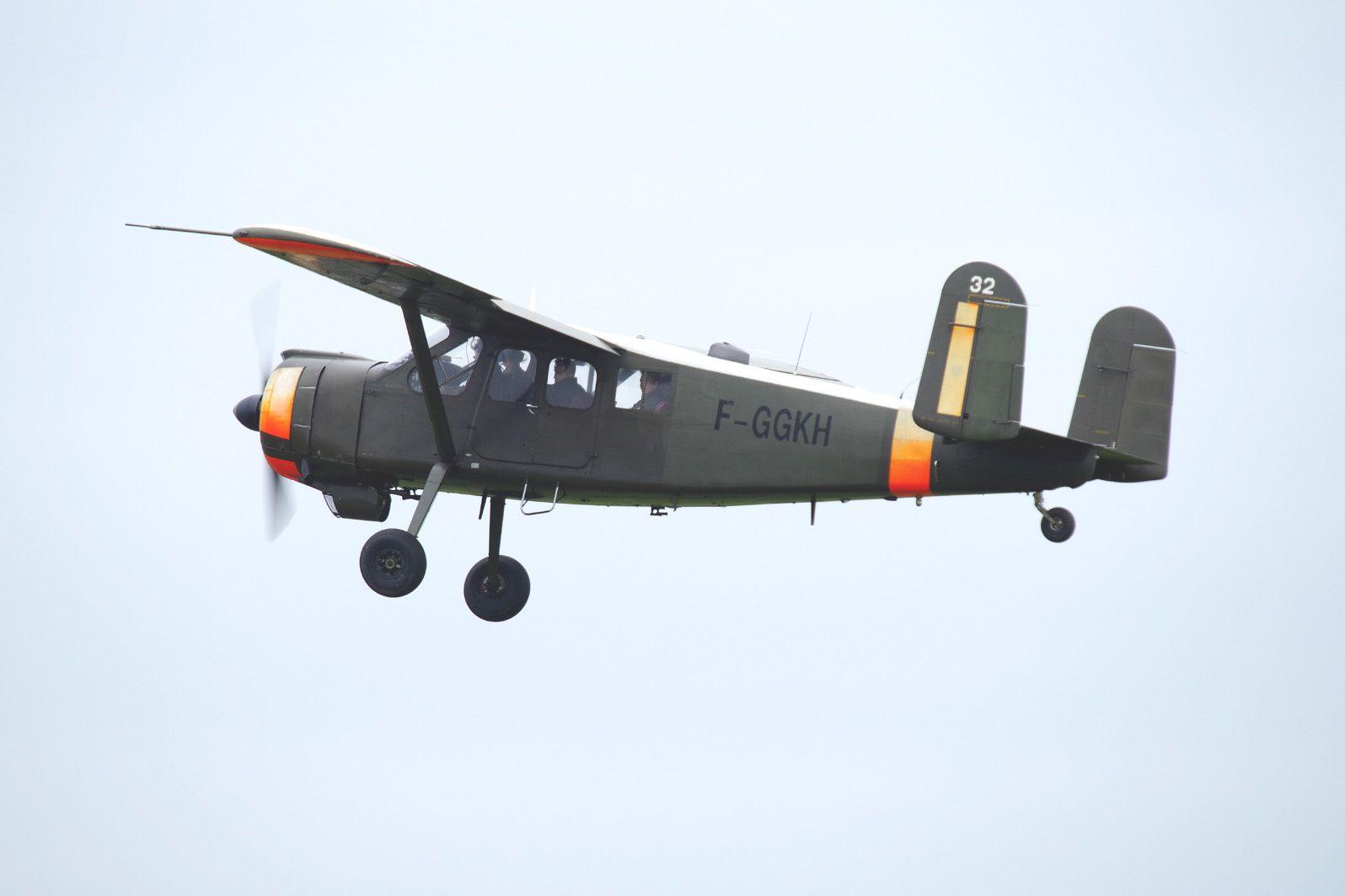 Le Max Holste 1521 Broussard N°32 F-GGKH au décollage.