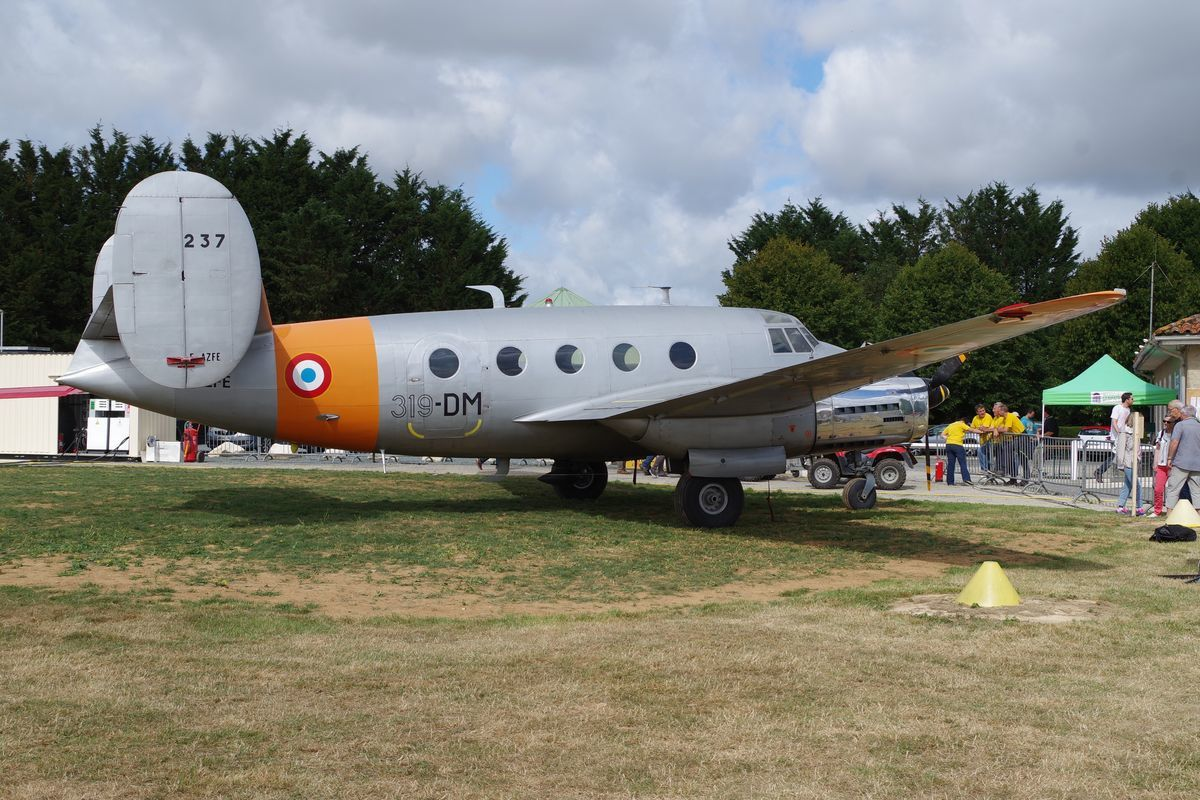 Le Dassault MD-312 Flamant N°237 F-AZFE de l'Amicale des Avions Anciens d'Alençon, anciennement à Montceau les Mines.