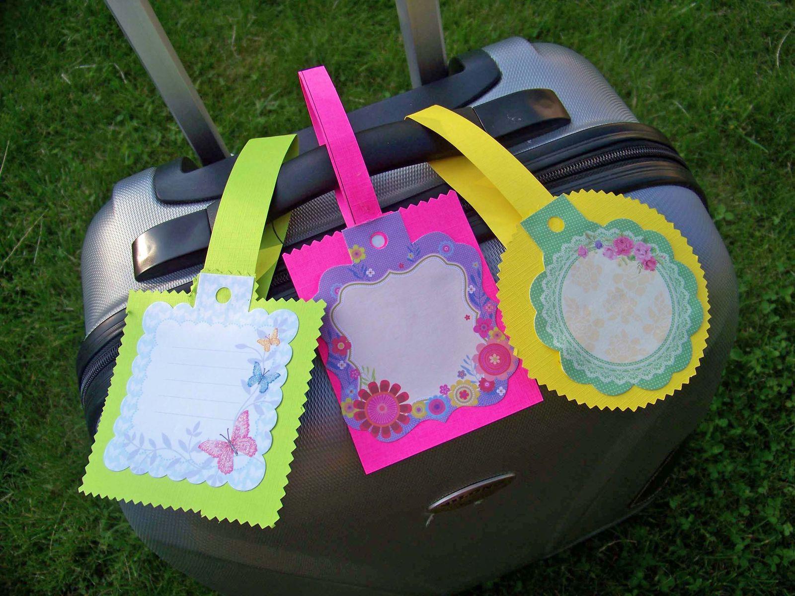 Etiquettes à bagages fluo !