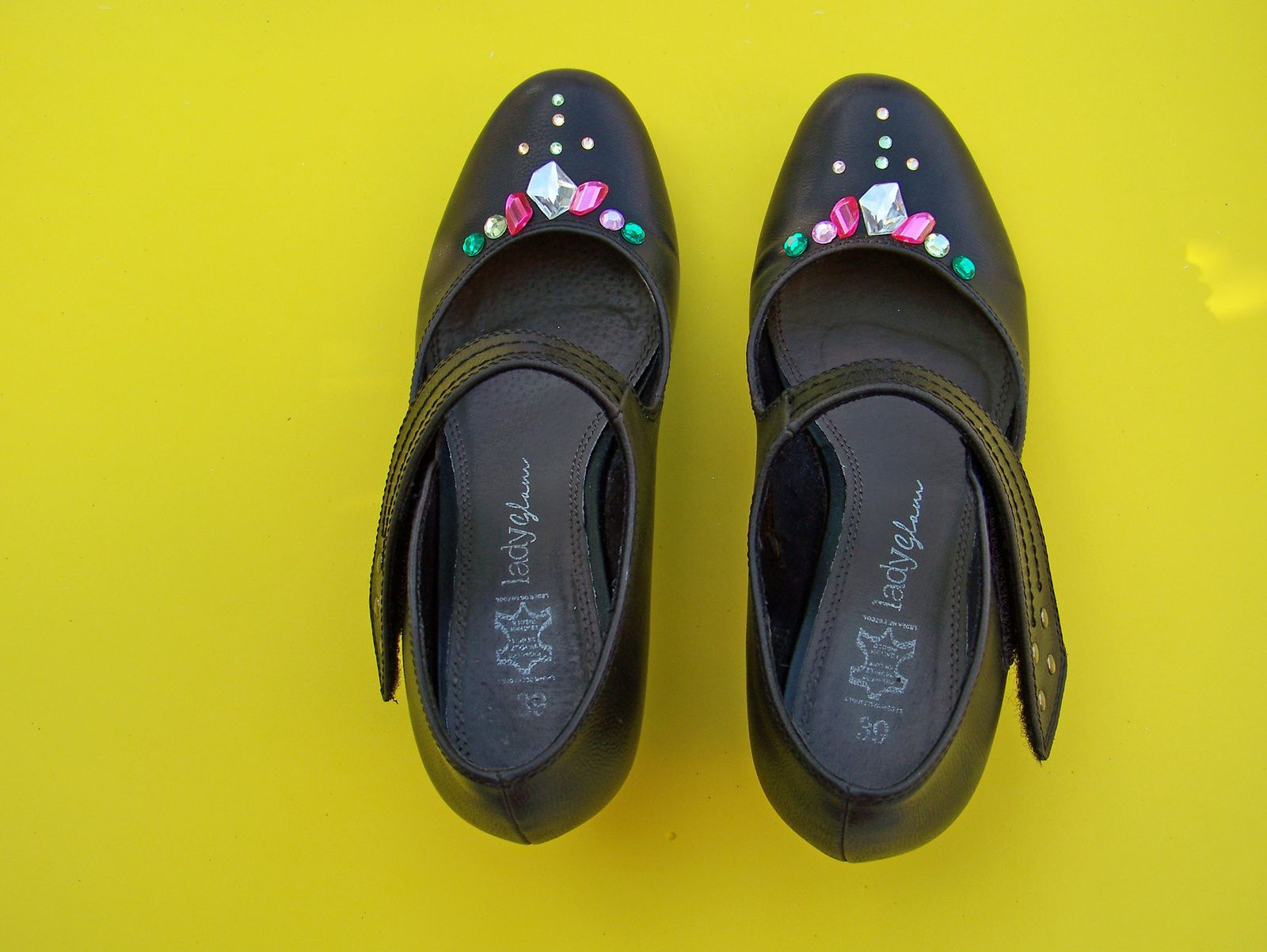 Les chaussures à strass !