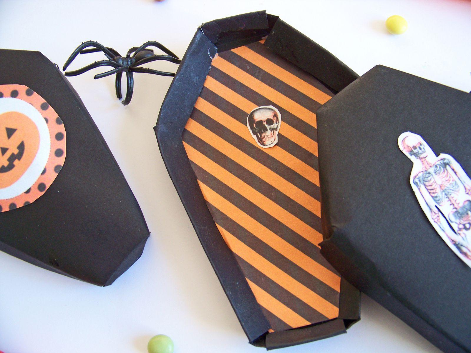 Des boîtes (en  forme de cercueils ) pour Halloween