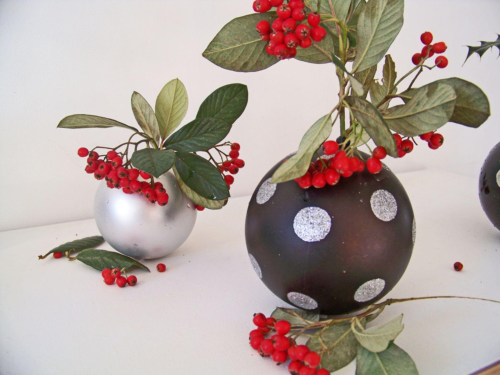 Les mini vases boules ou la seconde vie des déco de noël