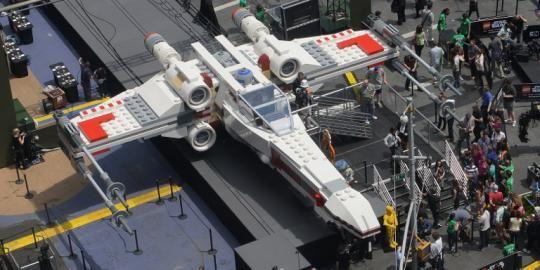 Le vaisseau X-Wing de StarWars en Lego ... grandeur nature !