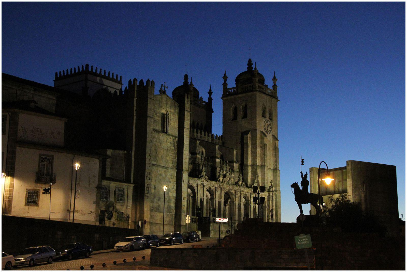 Je vous laisse découvrir Porto la nuit, sans vous donner de détails des lieux, mais juste pour vous donner envie de découvrir, vous aussi, cette ville pleine de constraste!!!