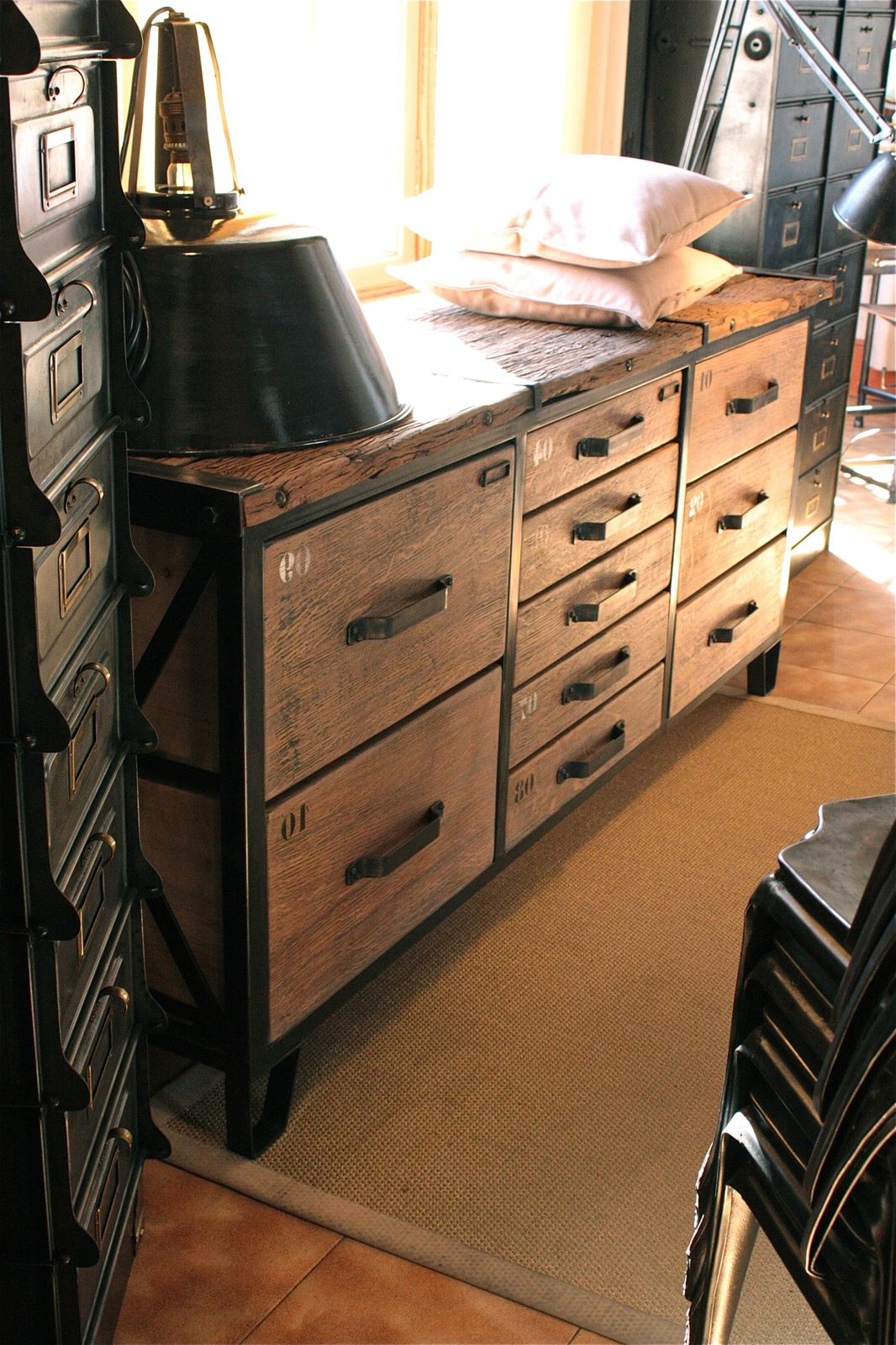 meuble industriel sur mesure. Black Bedroom Furniture Sets. Home Design Ideas