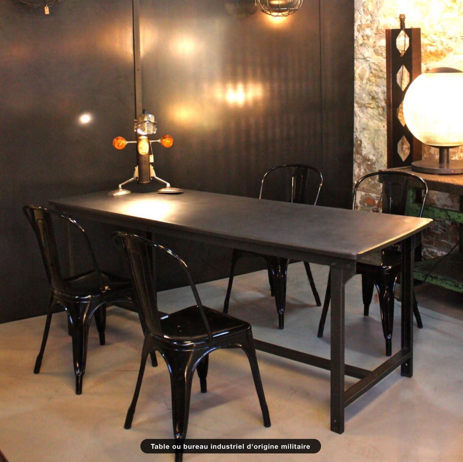 Table ou bureau industriel d'origine militaire