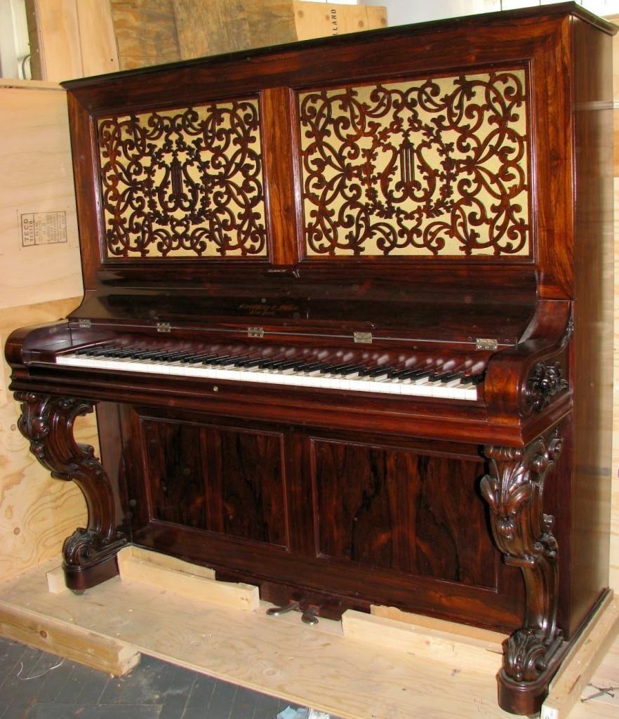 Le plus ancien piano droit steinway au monde.
