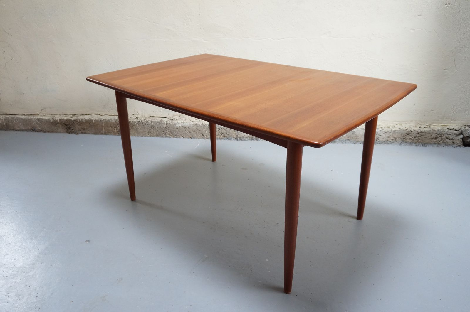 Vendue table manger scandinave teck design danois for Table de salle a manger annee 50