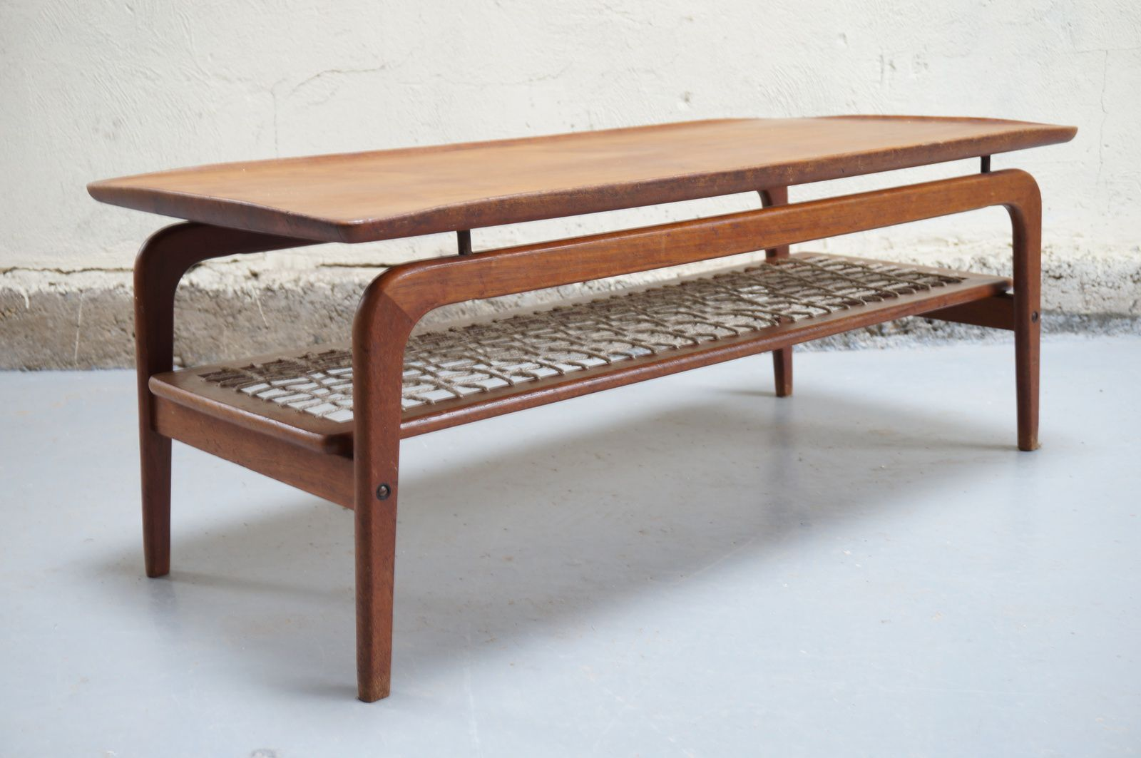 Table basse scandinave de salon danois teck design ann es for Table basse retro design