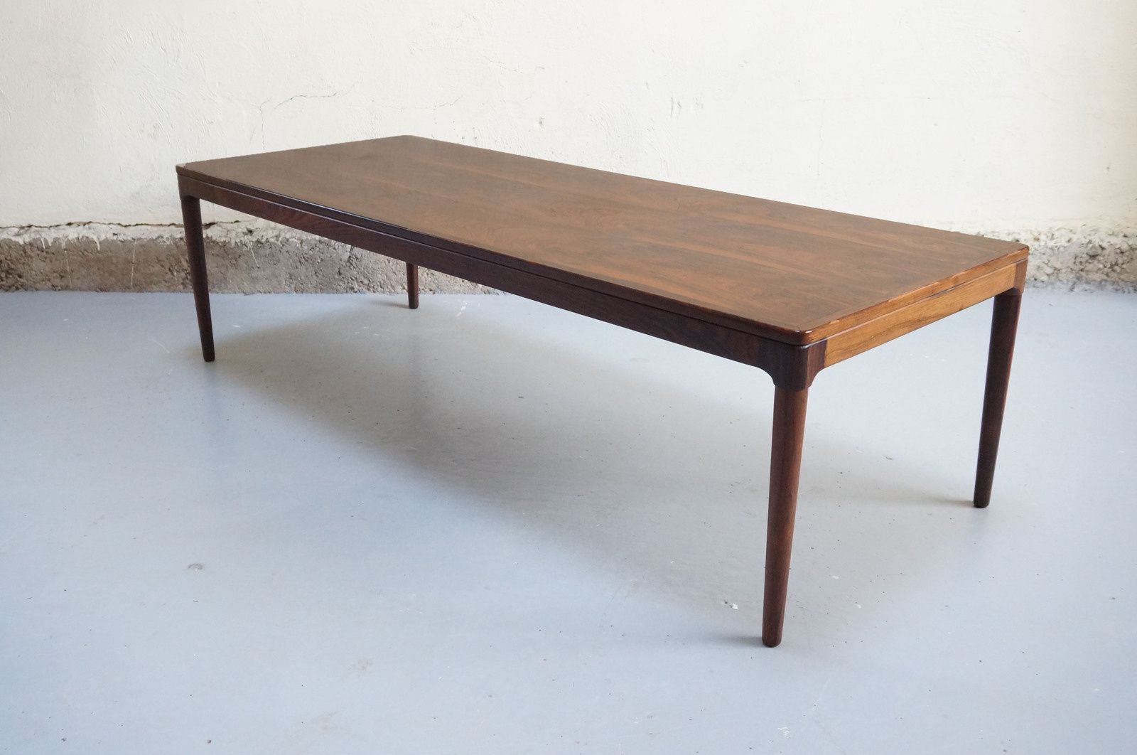 Table basse scandinave palissandre de rio salon design for Grande table basse scandinave