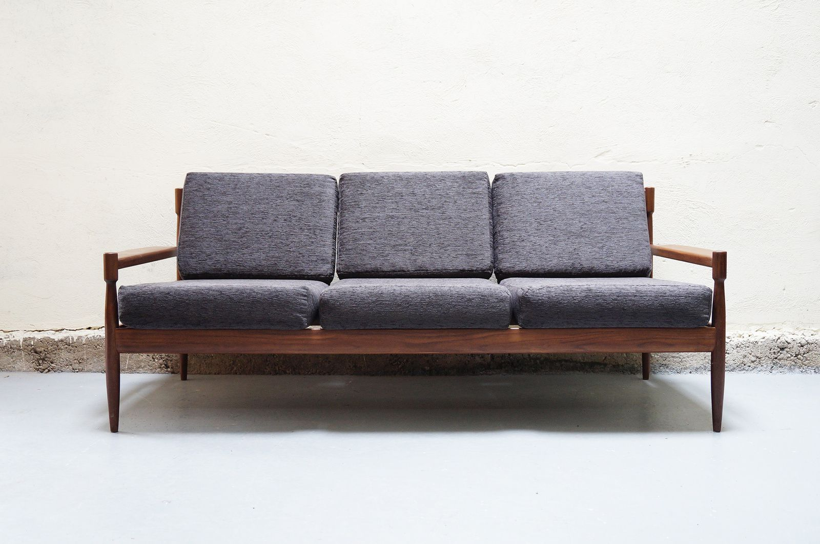 Banquette scandinave tanke galerie designer mad men for Architecture annees 50