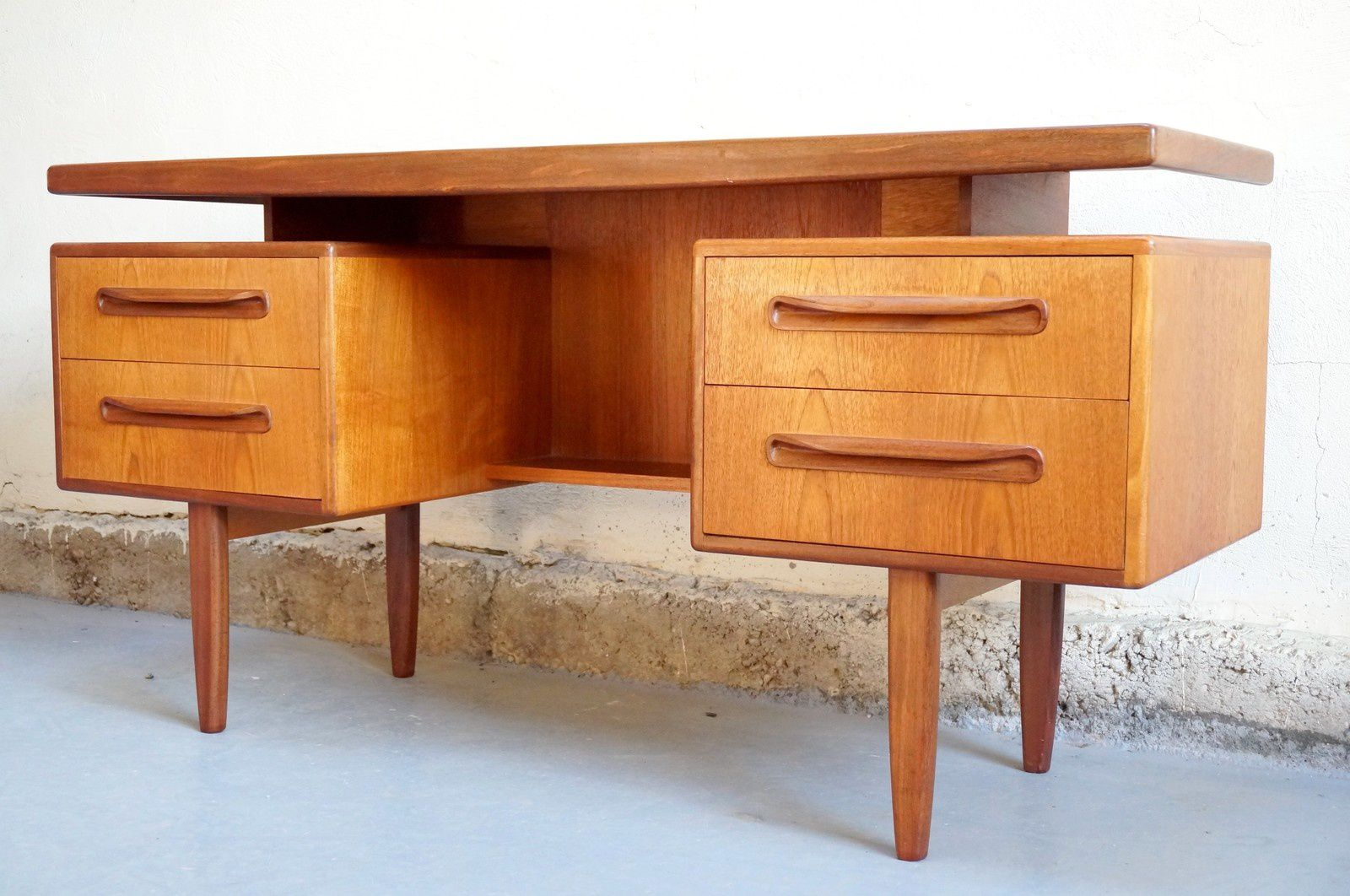 Vendu bureau scandinave g plan design ann es 60 vintage for Bureau scandinave
