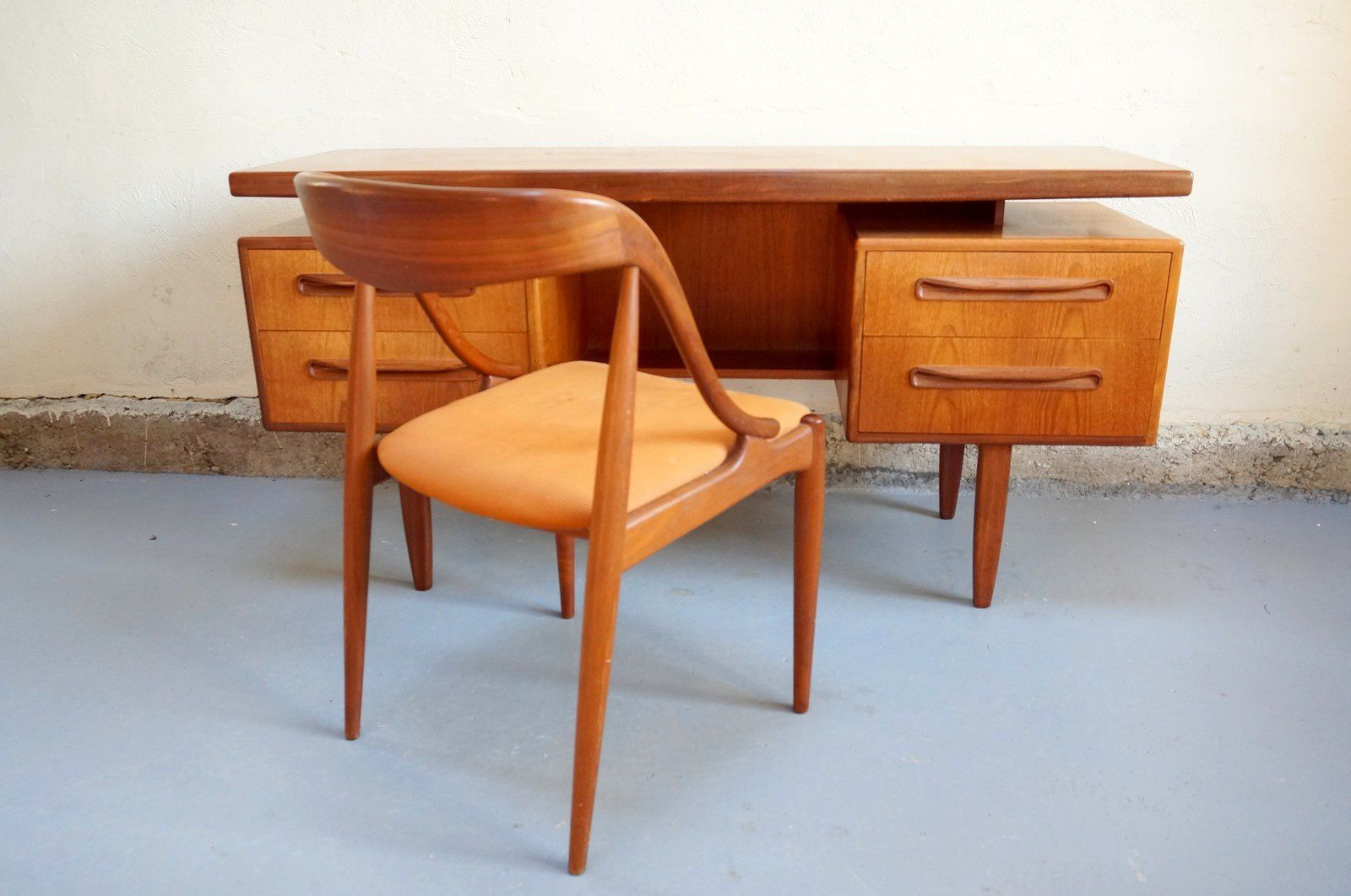 Vendu bureau scandinave g plan design ann es 60 vintage for Architecture annees 60