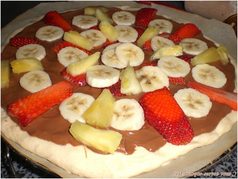 Pizza chocolat, banane, fraise et ananas