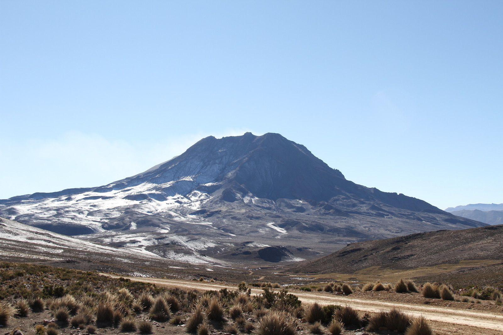 Vues de l'Ubinas depuis l'Altiplano
