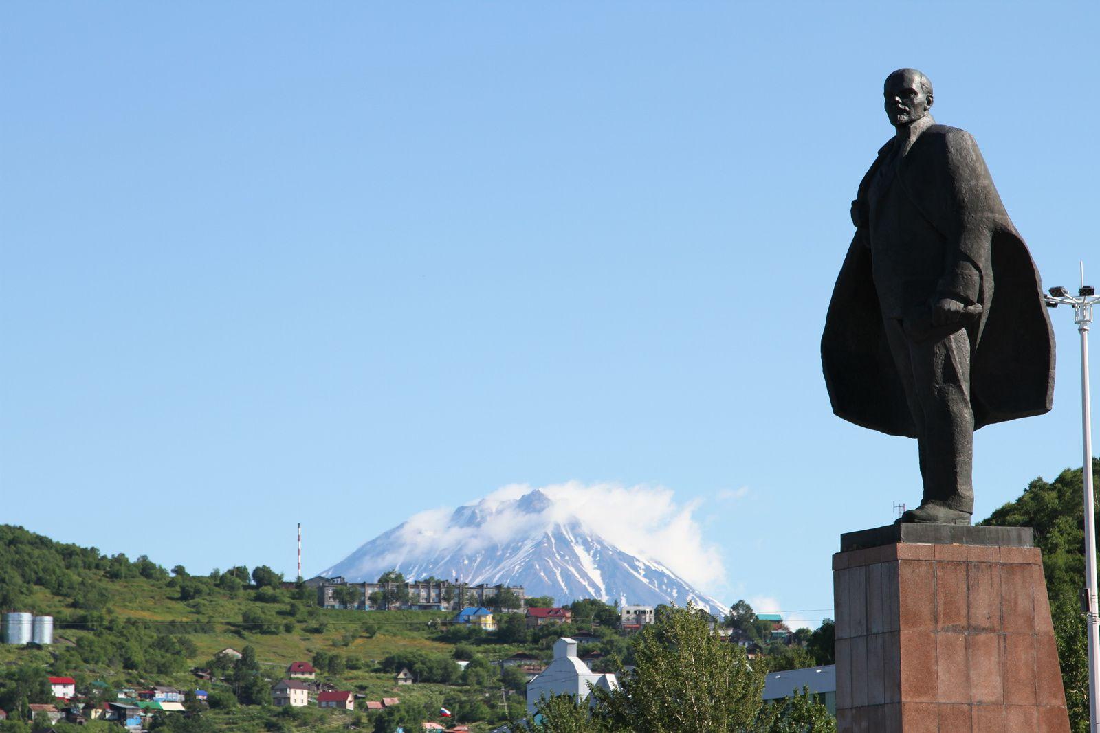 La statue de Lénine et le Koryaksky