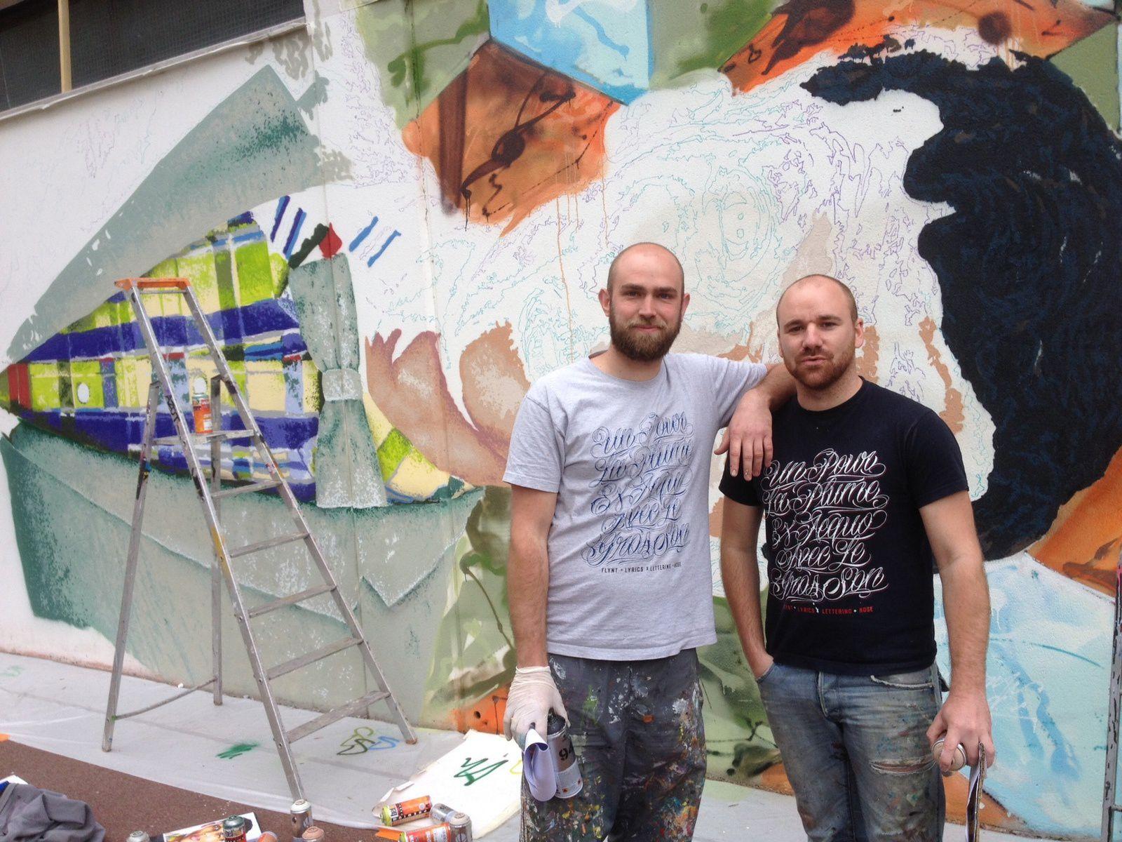 Paul (à gauche) et Rémi ont bossé plusieurs jours pour réaliser cette fresque en hommage à Stromae.