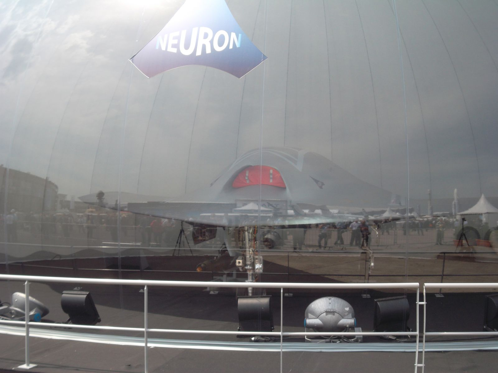 "salon du Bourget 2013 - drone ""sous cloche"" chez Dassault Aviation"