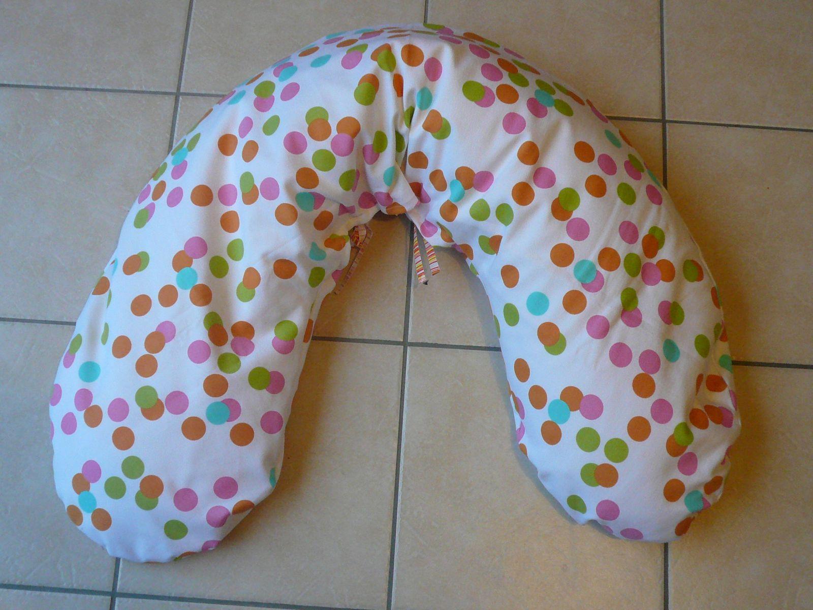 Coussin de maternité, patron des intemporels pour futures mamans, j'ai juste ajouté 2cm au pli ce qui fait qu'il est plus long que l'original