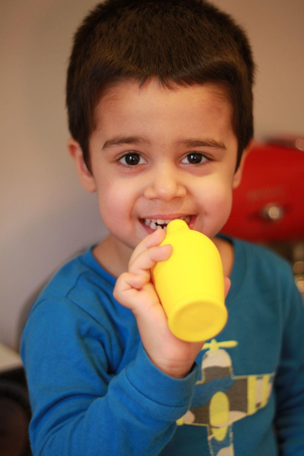 William goûteur officiel de jus de citron...bon j'utilise pas la bouteille, je prend du jus frais.. &#x3B; P