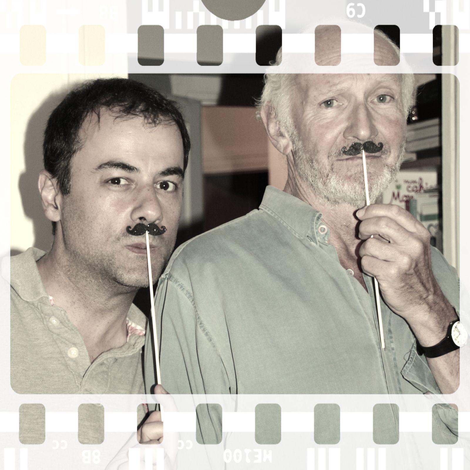 Certains portent très bien la moustache...un côté Charlie Chaplin très rigolo...^^