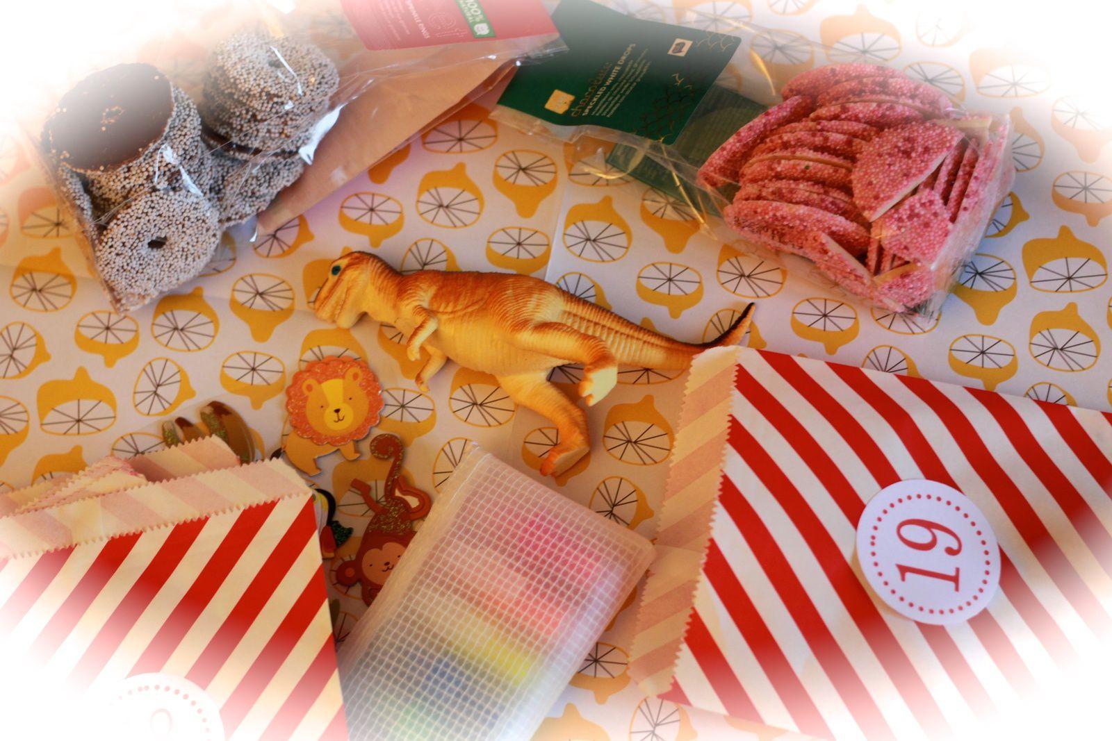 Mes petits cadeaux de l'Avent, pochettes, pinces et numéros du Kit Fabricamania de l'Avent