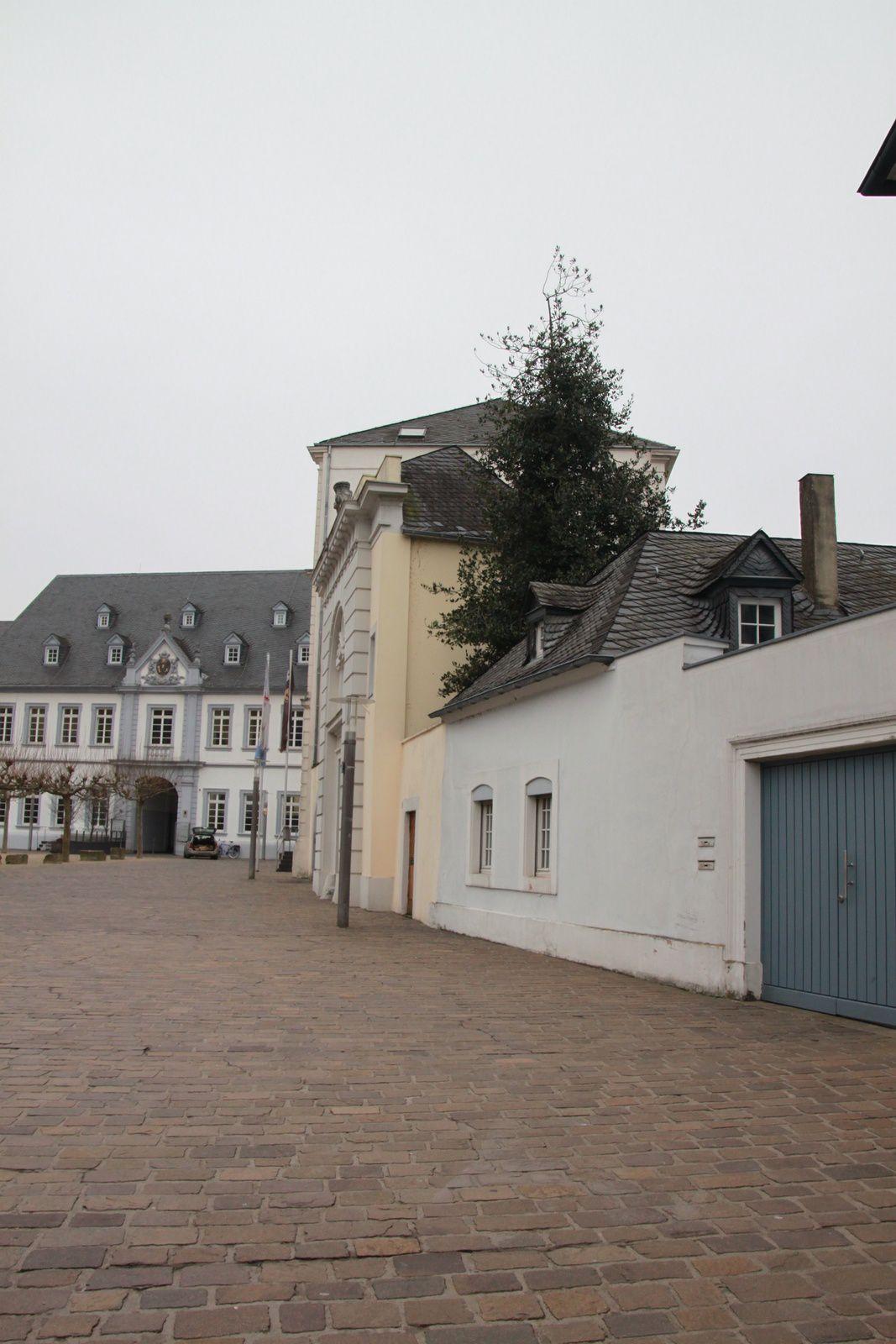 Place devant l'église nommé Dom, à Trèves.