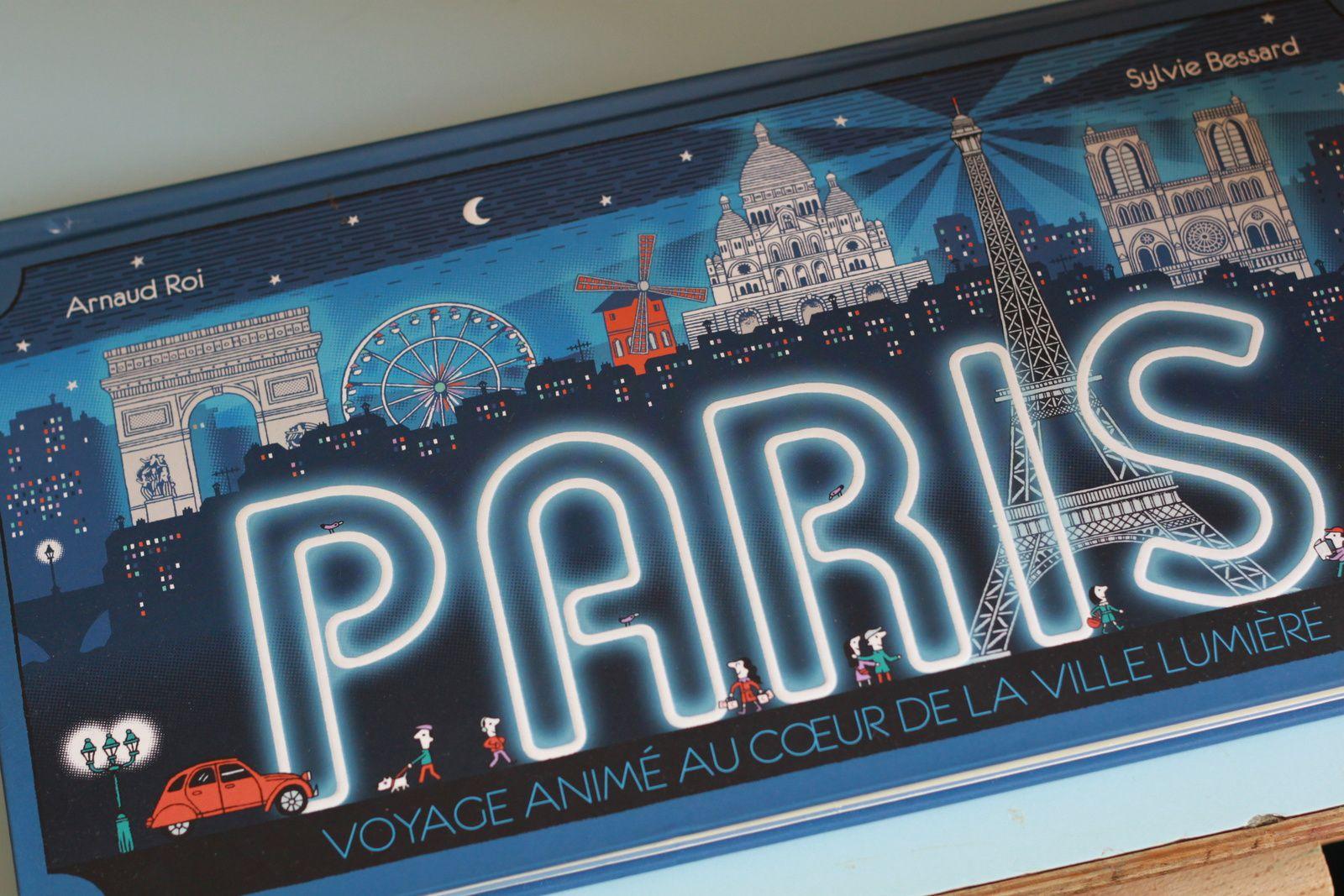 Paris, livre Pop up avec beaucoup de détails!