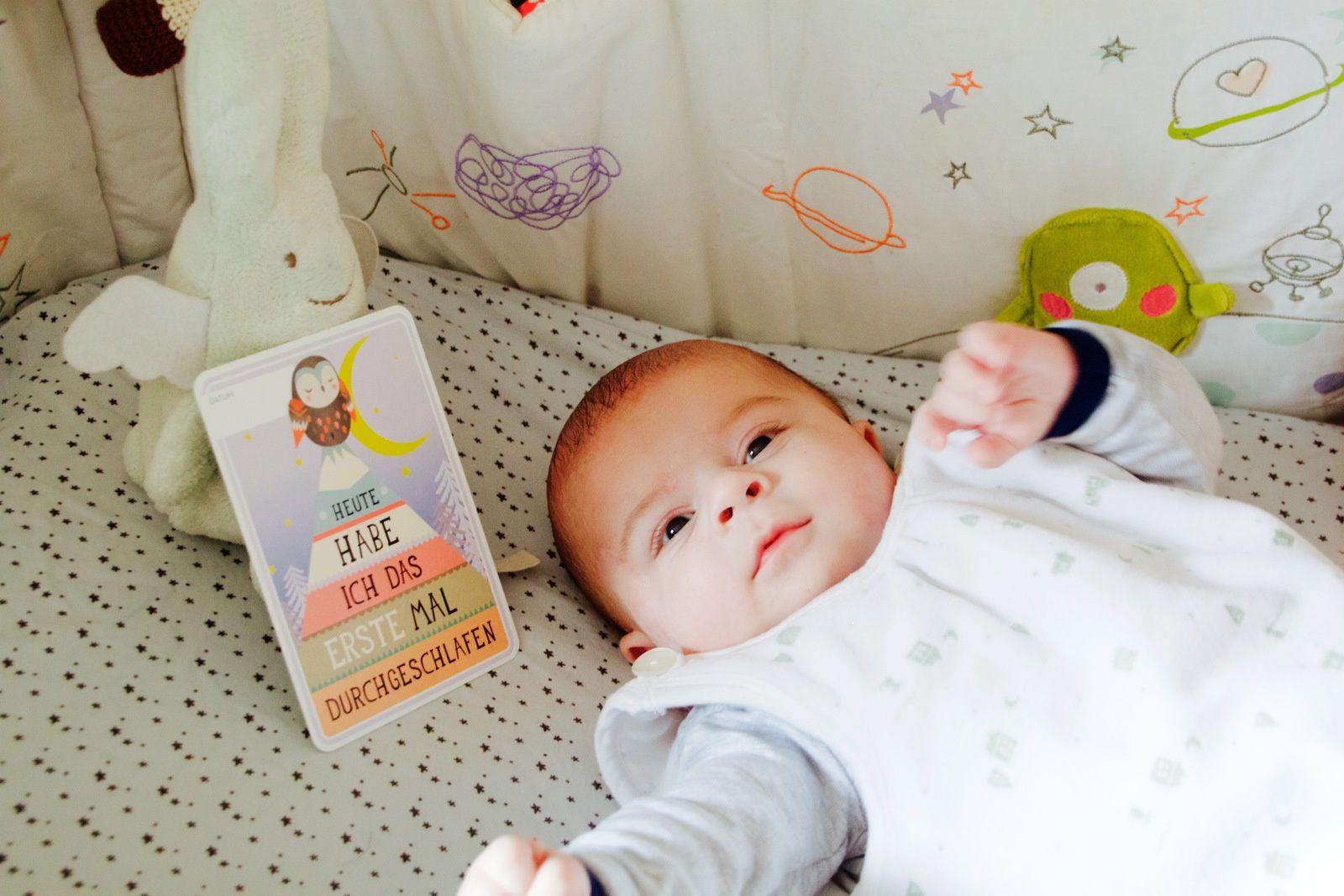 """William le grand frère tout fier (Premier carton """"j'ai fait ma première nuit"""", puis """"j'ai 10 semaines"""")."""