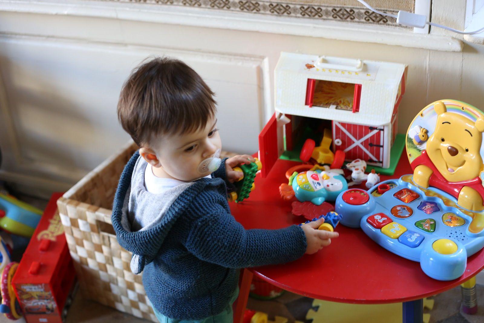 La maison avec décoration de Noël et jouets des enfants... &#x3B; S