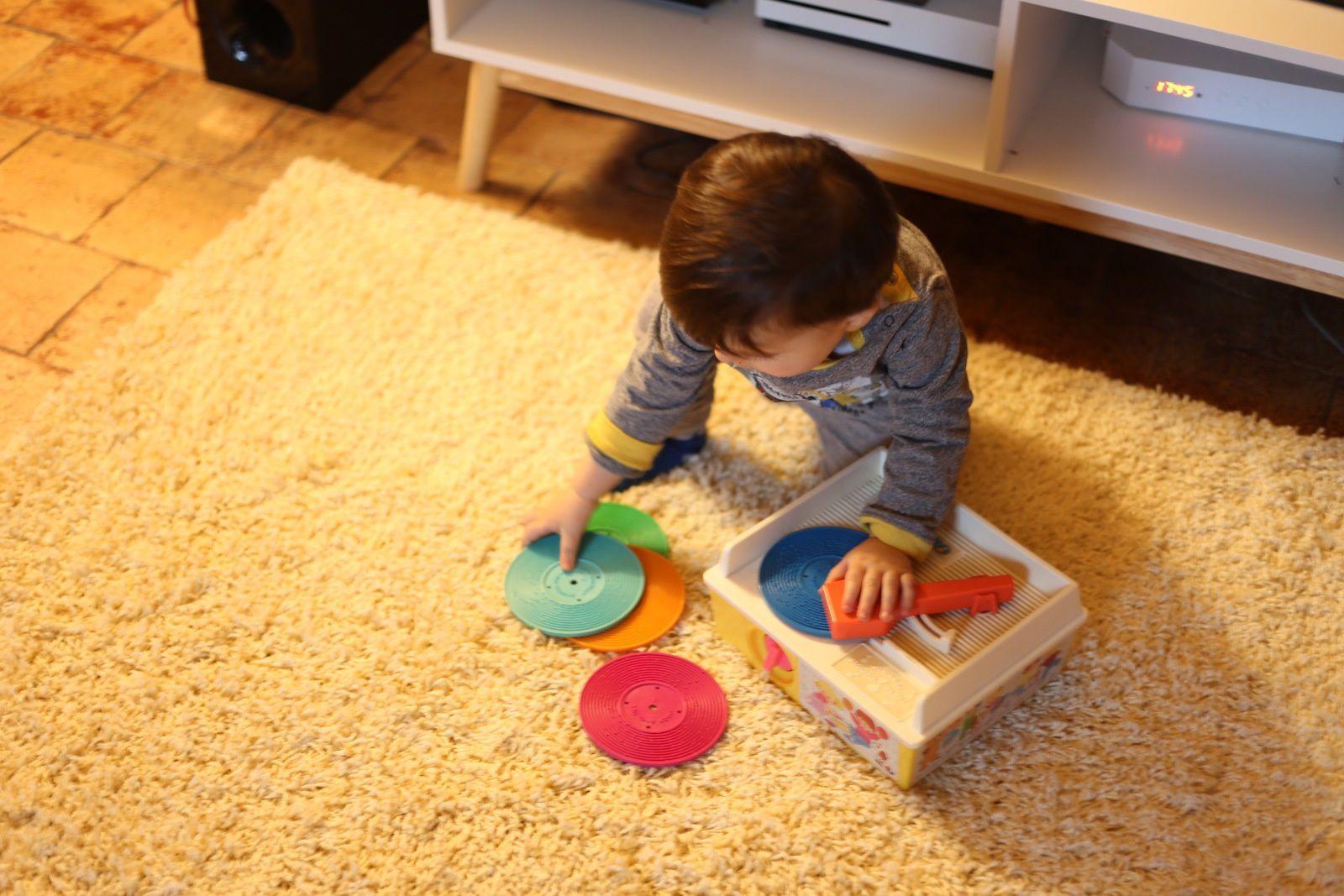DJ Théo et détails de notre chambre
