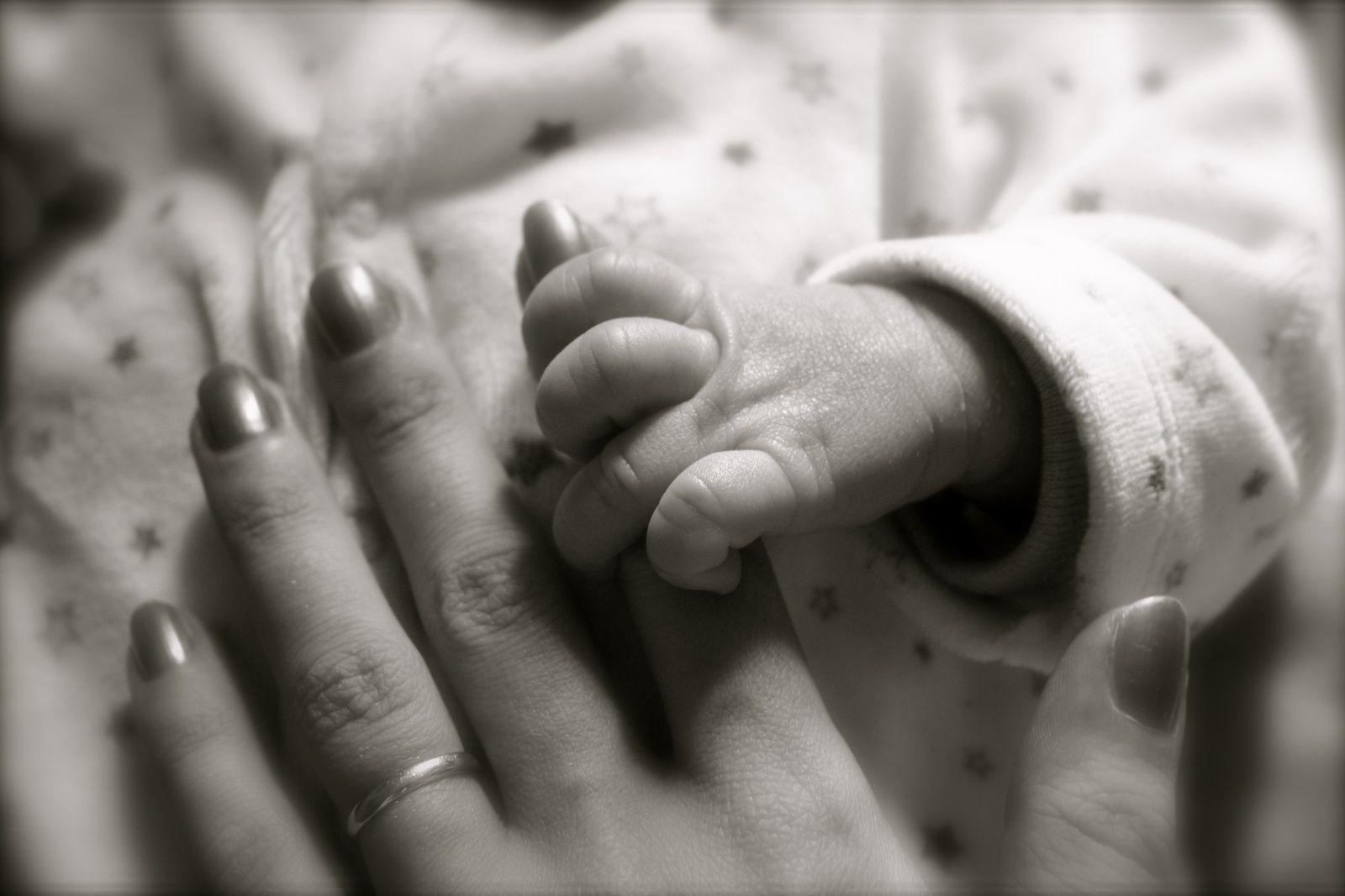Les petites mains de mes princes....William et Théodore