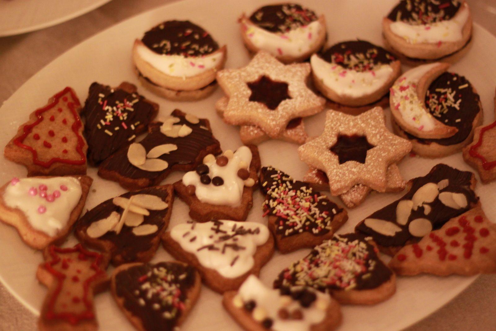 Biscuits de Noël lunes...une belle gourmandise à partager autour d'un café!