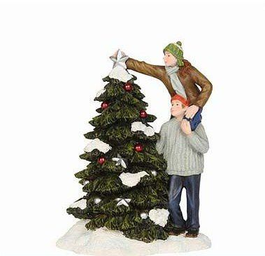 603067 Ann and Hein building christmas tree