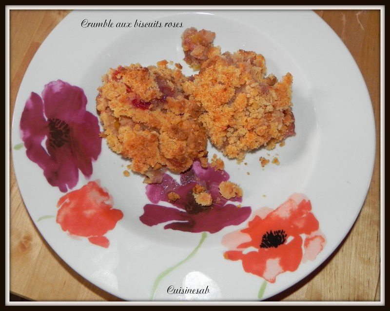 Crumble aux biscuits roses