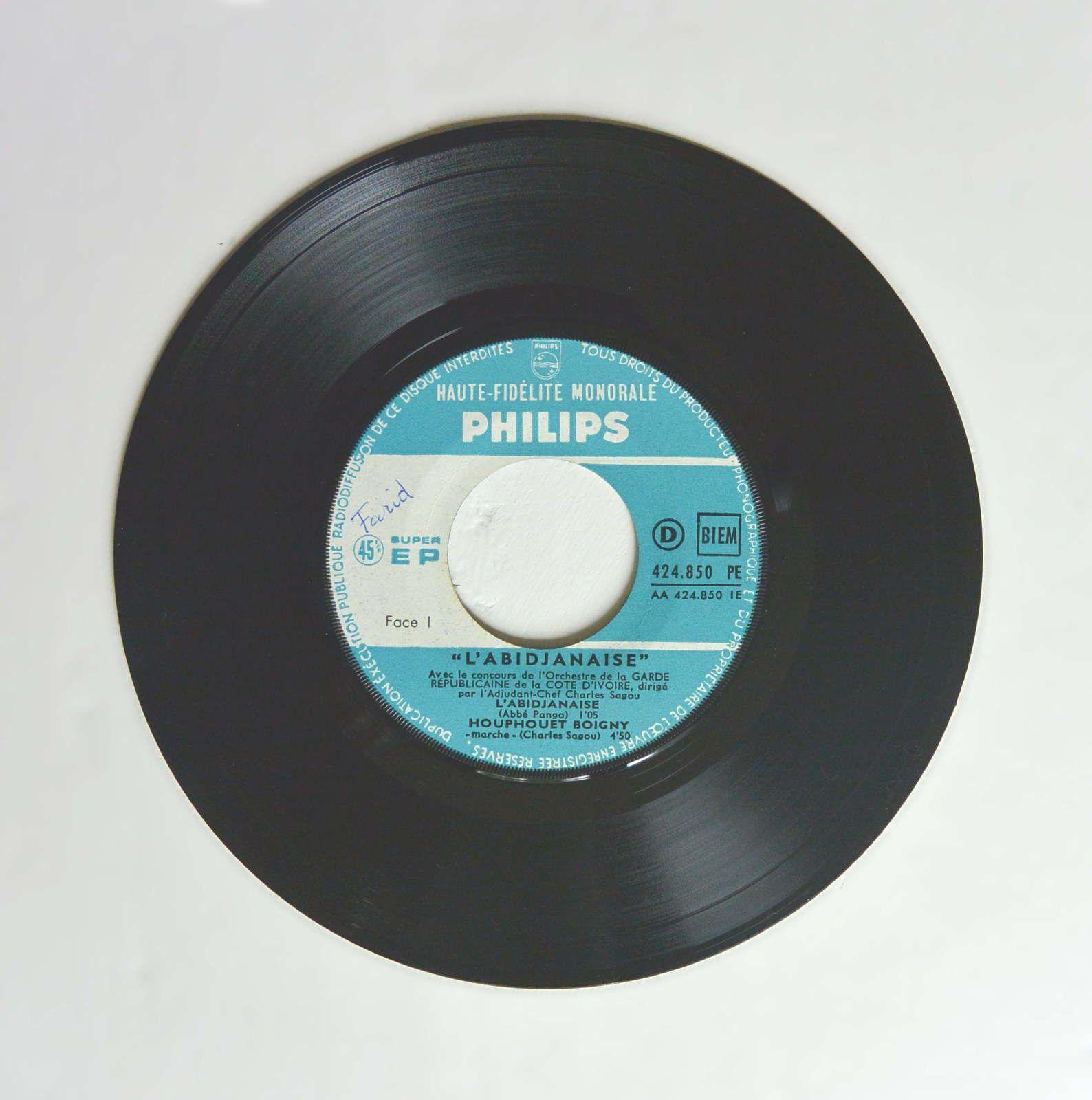 Disque vinyl 45T &quot&#x3B;L'Abidjanaise&quot&#x3B; Charles Sagou
