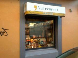 En vitrine de la Librairie &quot&#x3B;Autrement&quot&#x3B;à Dt Denis...