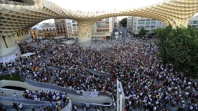 Concentración del Movimiento 15-M en las Setas, Sevilla.