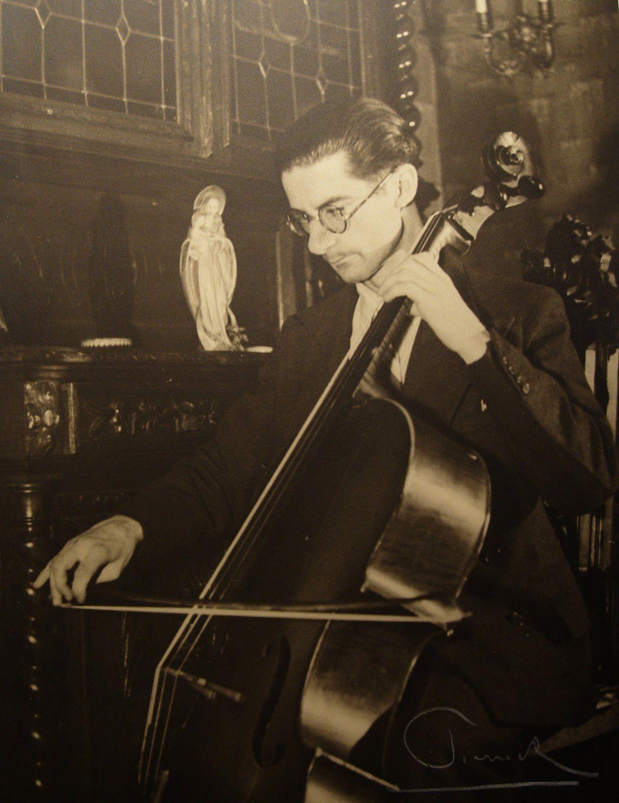 Raymond Salmon au violoncelle (1948)