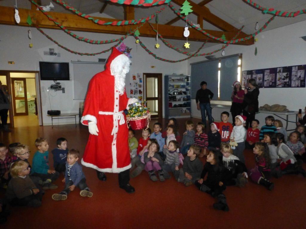 Photos de l'Arbre de Noel - Les maternelles et le Pere Noel !!