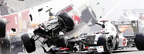#F1: photos du crash au départ du #belgianGP 2012